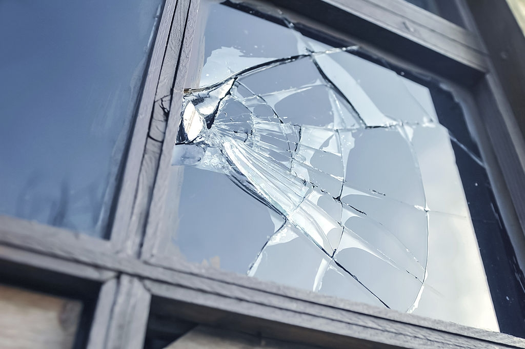 How To Check If A Window Needs A Replacement Or Deep Cleaning?