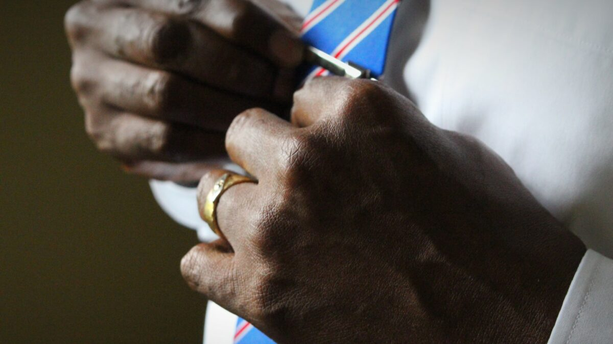 An essential guide to selecting a wedding band for men